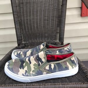 Nike men's slip on canvas camouflage shoes